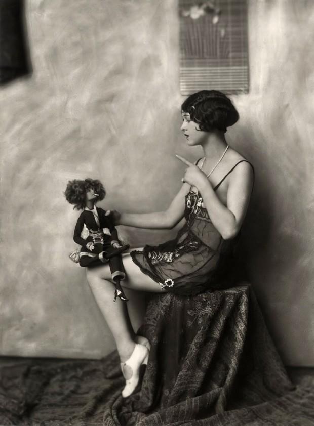 Ziegfeld-Model-Scolding-a-Doll-620x842